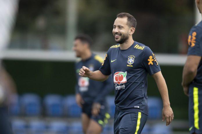 Everton Ribeiro será o camisa 10 da seleção brasileira contra a Venezuela — Foto: Lucas Figueiredo/CBF