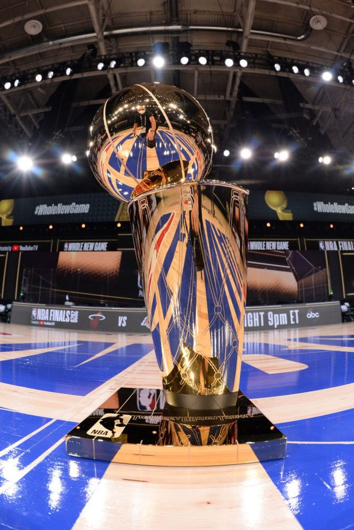 Troféu da NBA — Foto: Andrew D. Bernstein/Getty Images