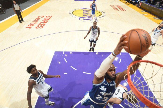 LeBron deu sua palinha na fácil vitória dos Lakers