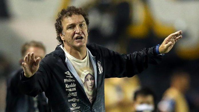Cuca, treinador do Santos.