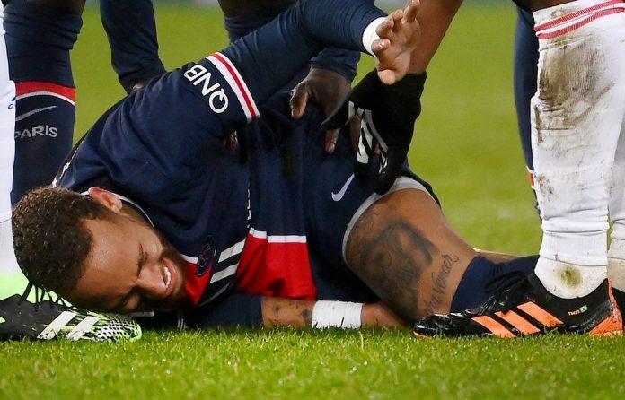 Neymar sofreu lesão em duelo contra o Lyon