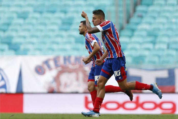 Ramírez marca o gol do Bahia.
