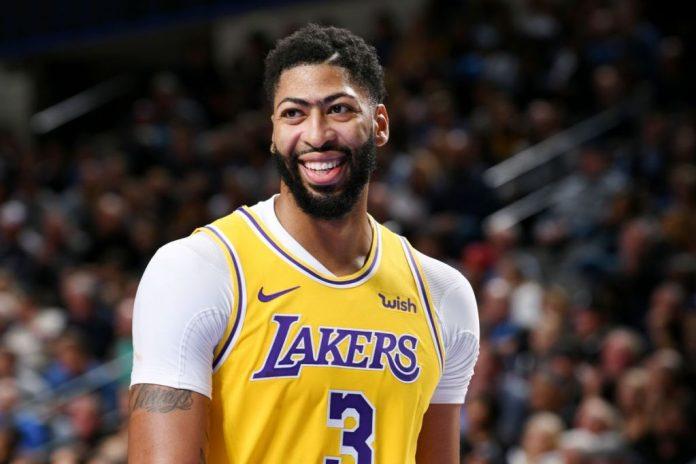 Davis renova com o Lakers. Foto: El Fildeo.