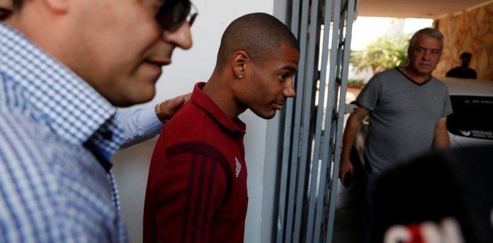 De La Cruz após ser detido pela polícia paraguaia — Foto: Ole.com.ar