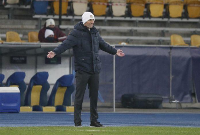 Zidane, em Kiev, na derrota do Real Madrid para o Shakhtar Donetsk — Foto: Gleb Garanich/Reuters