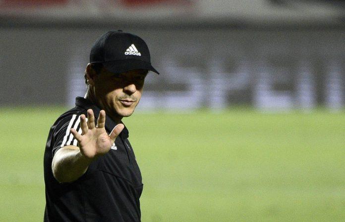 Fernando Diniz comandou o São Paulo no Morumbi na vitória sobre o Atlético-MG — Foto: Marcos Ribolli