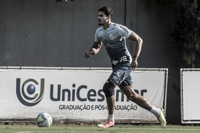 Lucas Veríssimo, zagueiro do Santos, acertou com o Benfica nesta segunda-feira — Foto: Ivan Storti/Santos FC