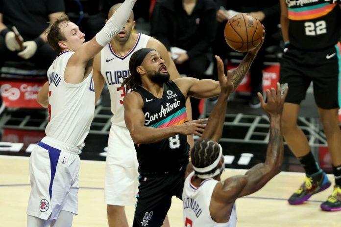 Mills foi o cara na grande vitória dos Spurs em LA — Foto: Getty Image