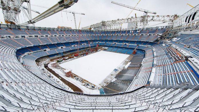 Estádio do Real Madrid, Santiago Bernabéu ficou coberto de neve na quinta-feira — Foto: Divulgação/Real Madrid