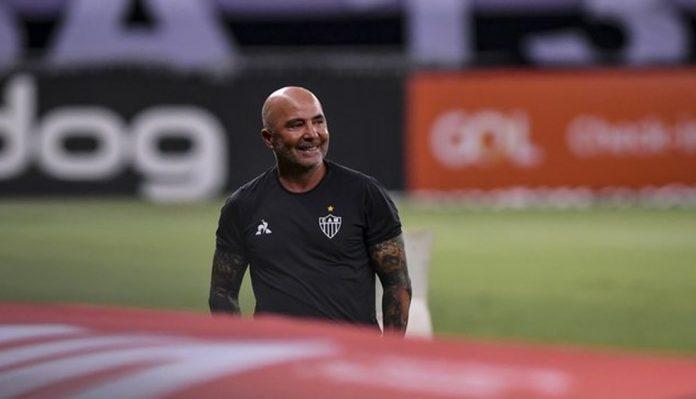Jorge Sampaoli comemora vitória sobre o Santos
