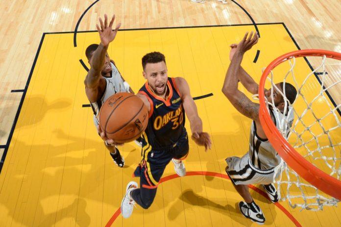 Stephen Curry foi o cestinha da partida em vitória dos Warriors sobre os Spurs