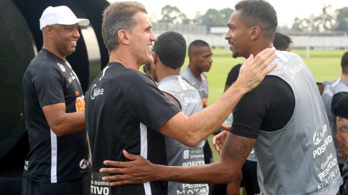 Mancini está mais próximo do elenco do Corinthians do que seus antecessores Tiago Nunes e Dyego Coelho.
