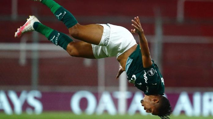Rony comemora gol do Palmeiras contra o River Plate na semifinal da Libertadores
