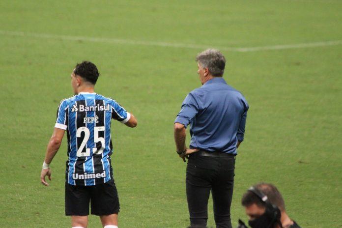 Pepê e Renato em vitória do Grêmio