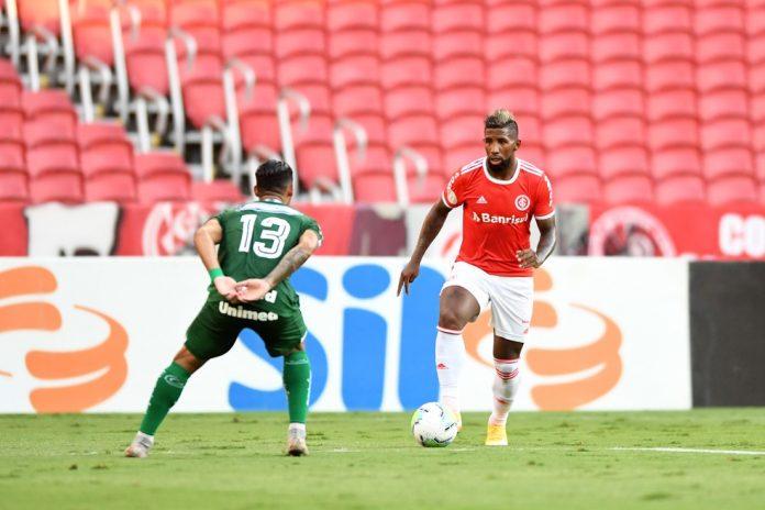 Rodinei deu assistência ao gol de Praxedes contra o Goiás