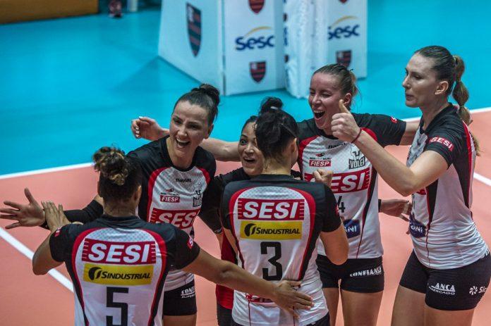 Jogadoras do Sesi-Bauru comemoram classificação à Copa Brasil