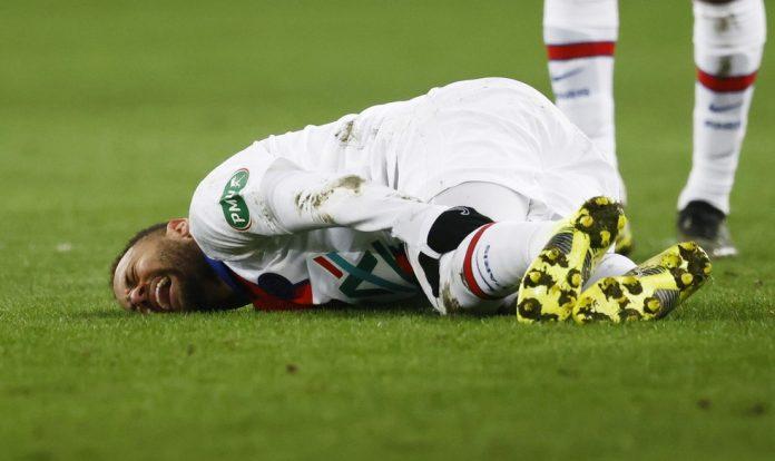Neymar grita de dor após sentir dores no adutor da coxa esquerda durante Caen x PSG, pela Copa da França — Foto: Stephane Mahe/Reuters