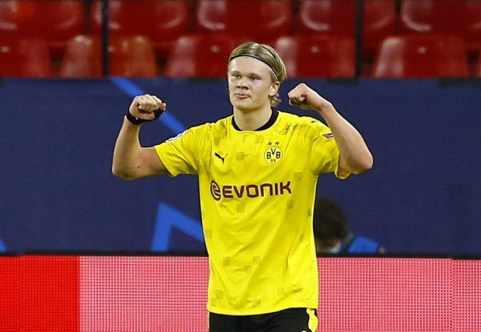 Haaland comemora gol do Borussia Dortmund diante do Sevilla