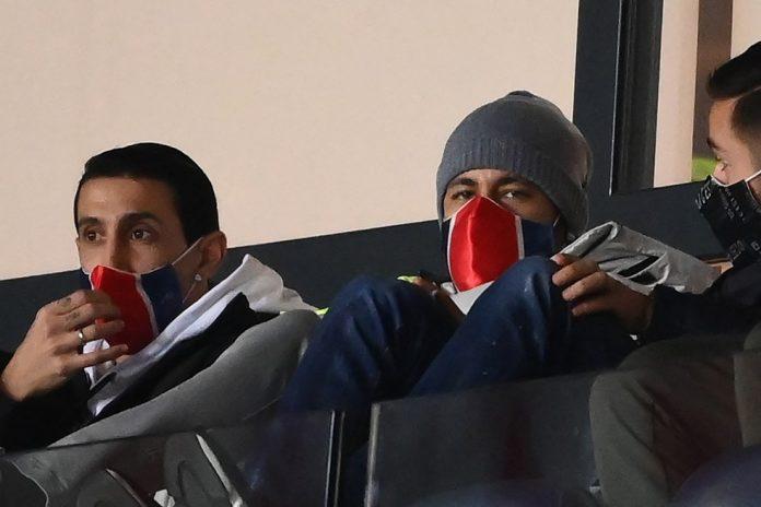 Di María e Neymar acompanham a derrota do Paris Saint-Germain para o Monaco — Foto: AFP