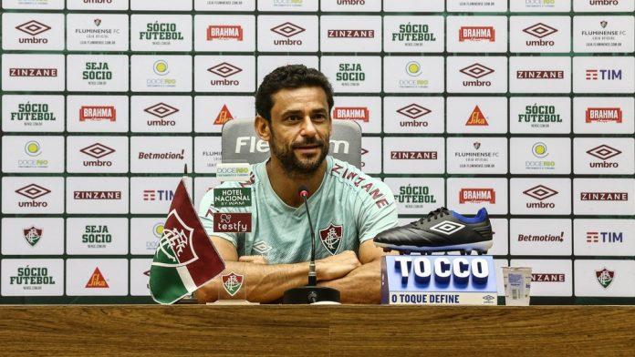 Fred em coletiva no Fluminense — Foto: LUCAS MERÇON / FLUMINENSE F.C.