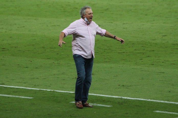 Abel Braga no comando do Inter contra o Sport