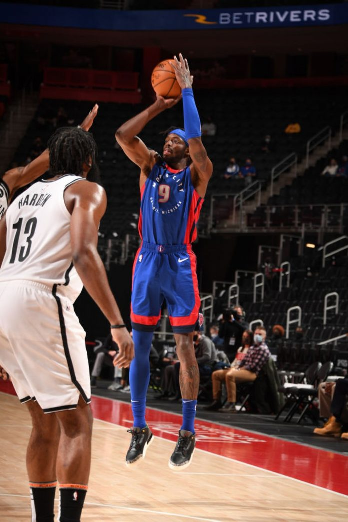 Jerami Grant arremessa contra o Brooklyn Nets