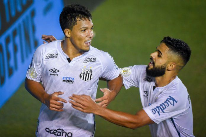 Marcos Leonardo celebra gol em Santos x Corinthians