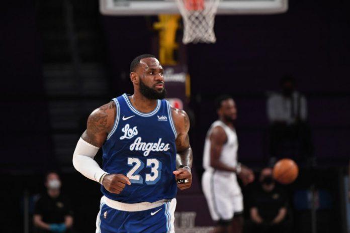 LeBron James tornou-se terceiro maior pontuador da história da NBA em derrota para os Nets — Foto: Adam Pantozzi/NBAE via Getty Images