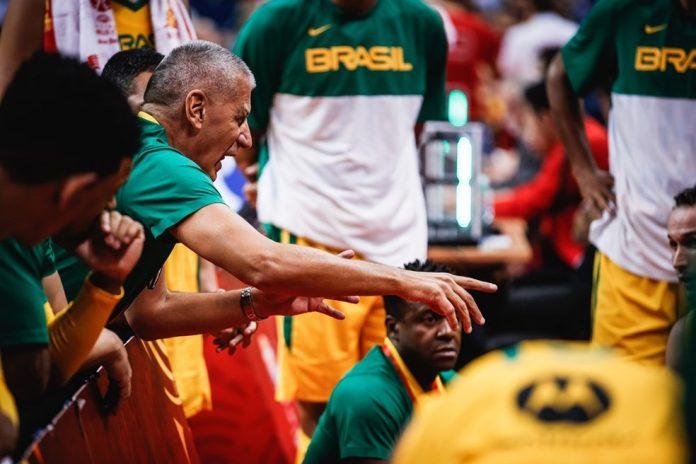 Petrovic, o técnico da seleção brasileira — Foto: Divulgação Fiba