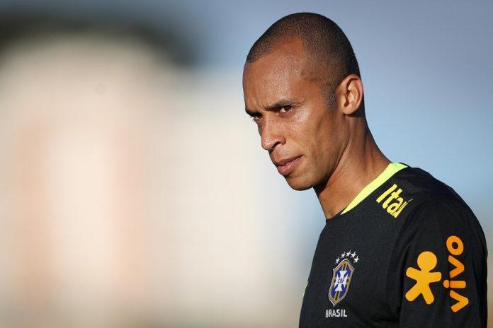 Miranda em treino da seleção brasileira São Paulo — Foto: Pedro Martins/MoWA Press
