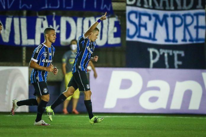 Pedro Lucas comemora primeiro gol pelo Grêmio