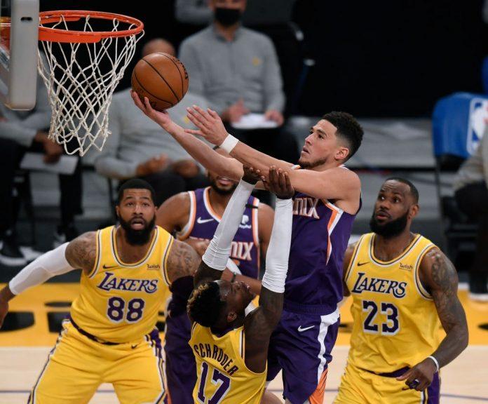 Booker ignora a marcação contrária e marca mais dois na contundente vitória dos Suns em Los Angeles