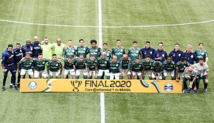 Elenco do Palmeiras contra o Grêmio — Foto: Marcos Ribolli