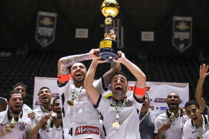 Corintianos festejam o título da edição especial da Supercopa e a vaga na Libertadores — Foto: Yuri Gomes/Corinthians