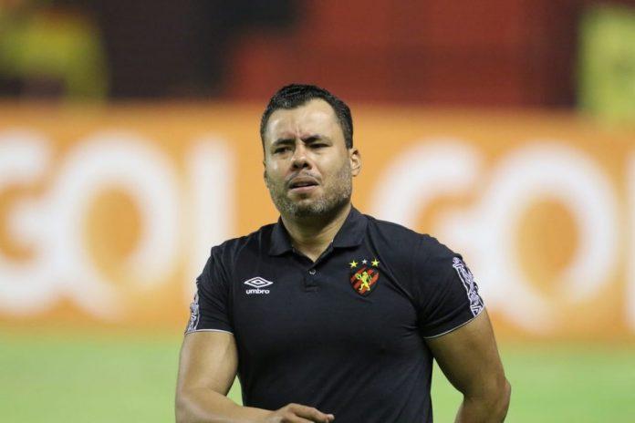 Jair Ventura vive seu maior jejum à frente do Sport — Foto: Aldo Carneiro / Pernambuco Press