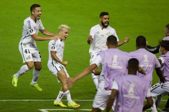 Jogadores do Santos comemoram gol contra o Deportivo Lara — Foto: Staff Images/Conmebol