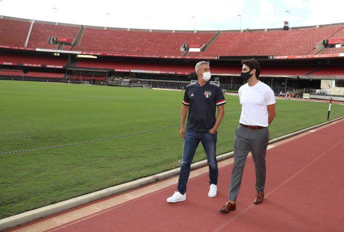 Kaká, que apresentou o Morumbi a Crespo, está aposentado, mas o São Paulo ainda possui uma dívida com o Orlando City — Foto: São Paulo FC