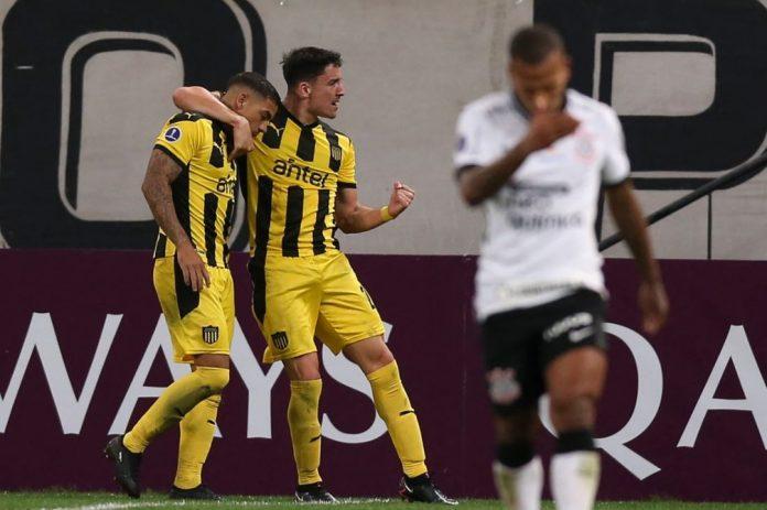 Corinthians levou 2 a 0 do Peñarol dentro de casa