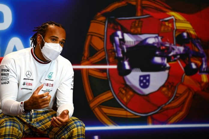 Lewis Hamilton, da Mercedes, durante coletiva do GP de Portugal