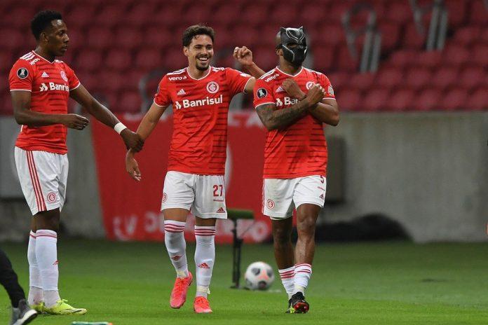 Patrick vibra com seu gol sobre o Deportivo Táchira