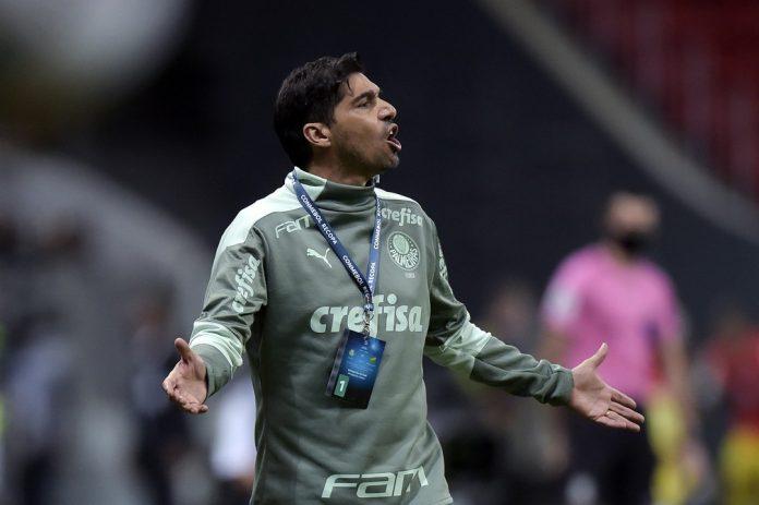 Abel Ferreira em Palmeiras x Defensa y Justicia