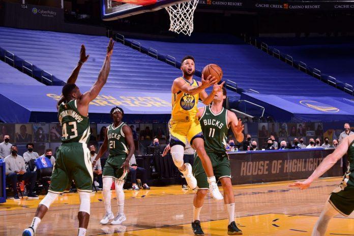 Curry deu o seu show particular a conduziu os Warriors à vitória — Foto: Getty Image