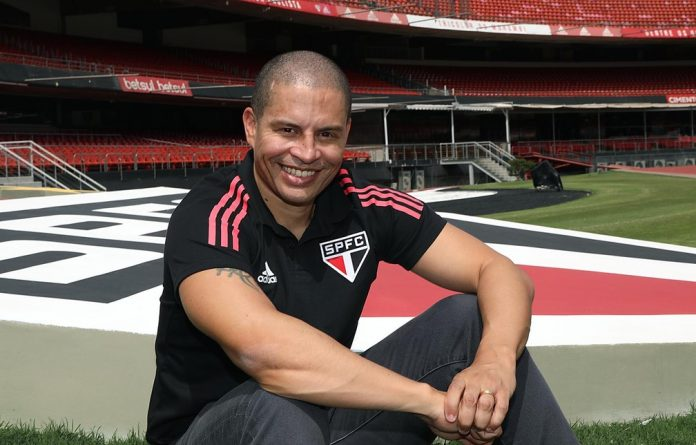 Alex é o novo treinador do sub-20 do São Paulo — Foto: Rubens Chiri/saopaulofc.net