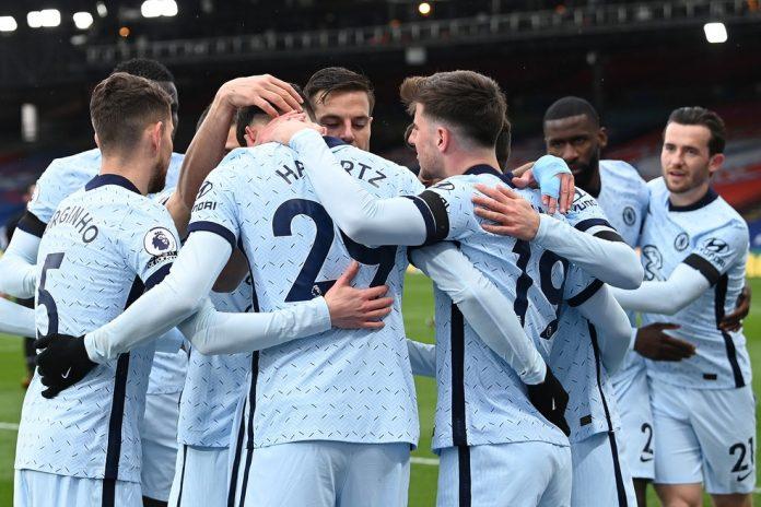Havertz comemora com outros jogadores do Chelsea o primeiro gol sobre o Crystal Palace — Foto: Getty Images
