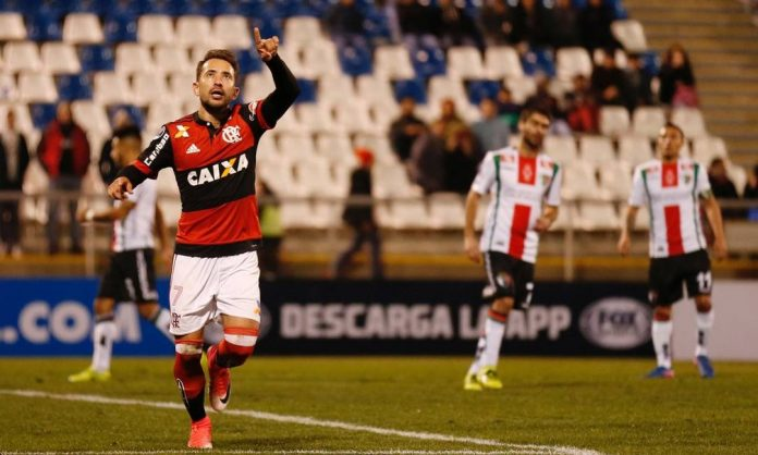 Everton Ribeiro comemora seu primeiro gol pelo Flamengo
