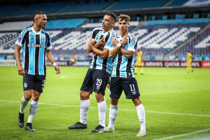 Luiz Fernando, Diego Souza e Ferreira anotaram cinco gols no primeiro tempo