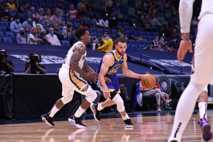 Curry dá outro show contra os Pelicans