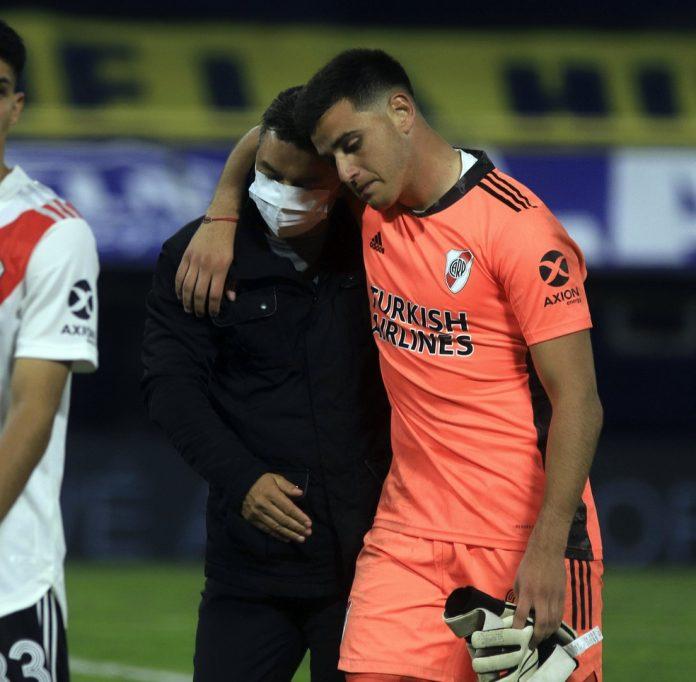 Marcelo Gallardo ao lado de Alan Díaz: River Plate tenta inscrever jovem goleiro de forma emergencial