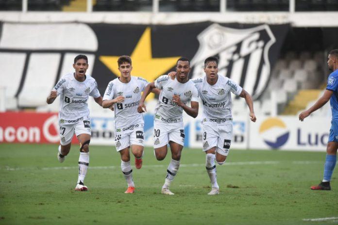 Jogadores do Santos comemoram gol de Lucas Braga