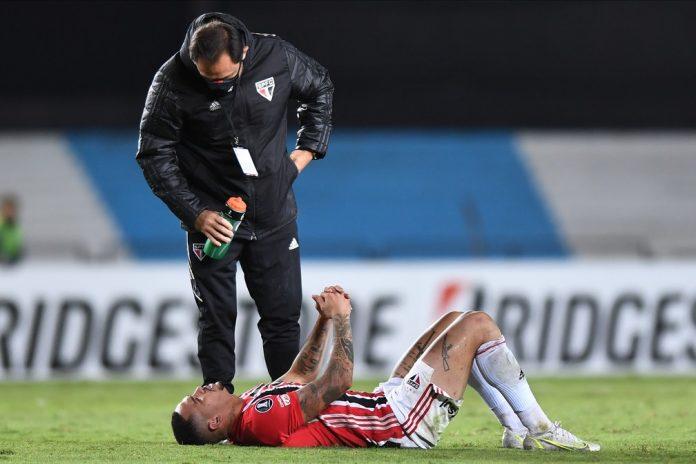 Luciano também se machucou na Argentina — Foto: Staff images /CONMEBOL